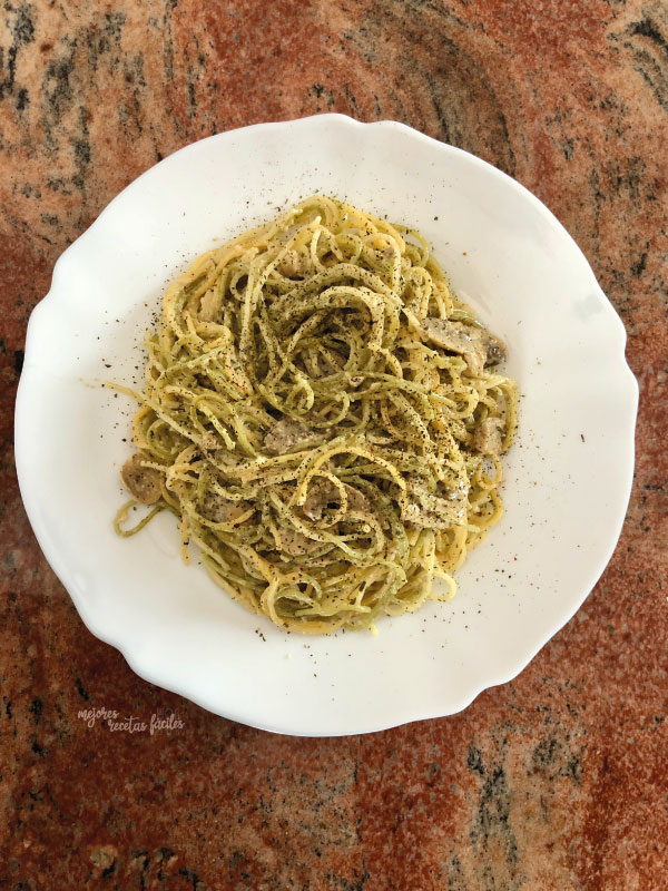 spaghettis con salsa de champiñones