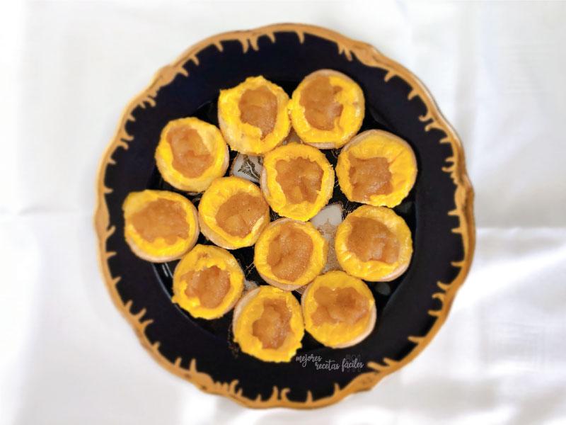 pastelitos de hojaldre, flan y manzana
