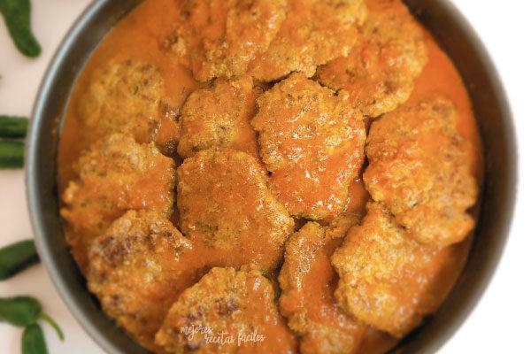 Filetes rusos con salsa de tomate casera